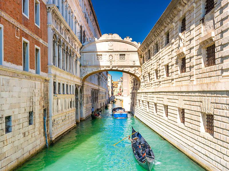 Pont des soupirs en colonie de vacances cet été en Italie