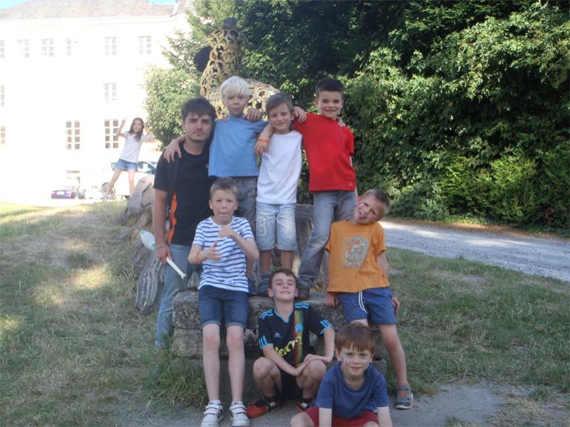 Enfants à la campagne en colonie de vacances