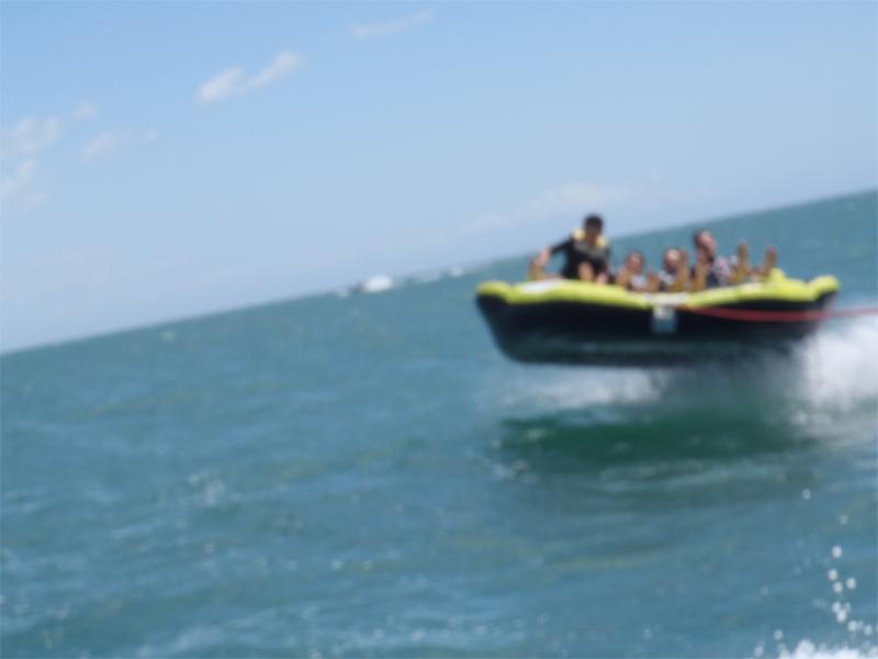 Adolescents en colo en bateau cet été