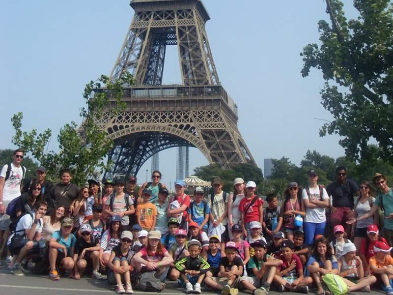 Colonie de vacances enfants à paris sous la tour eiffel