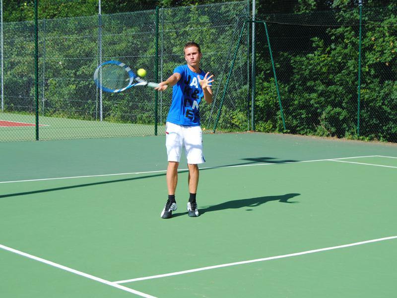 Stage de tennis et ping pong en auvergne enfants et ados for Terrain de tennis taille