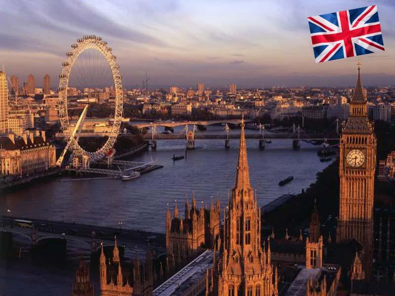 Vue sur le London Eye pendant un couché de soleil en été