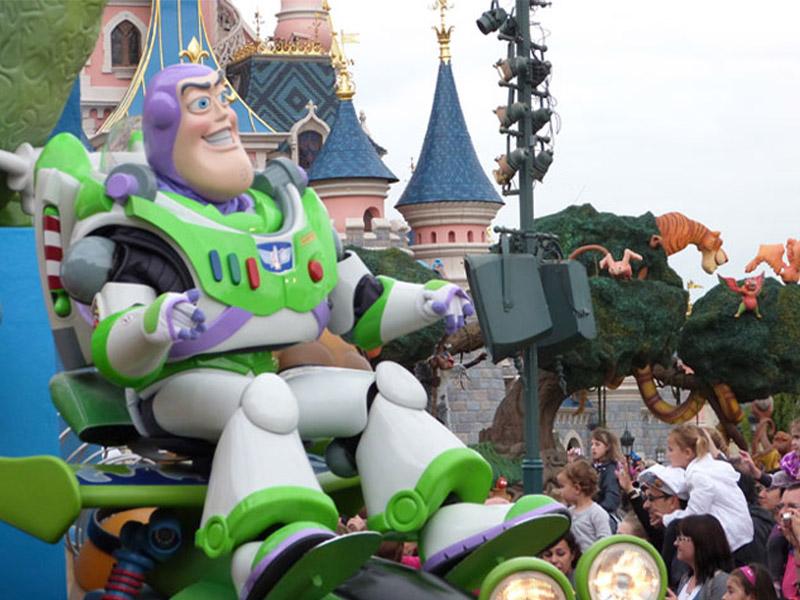 Buzz l eclair en colonie de vacances pour jeunes enfants cet été