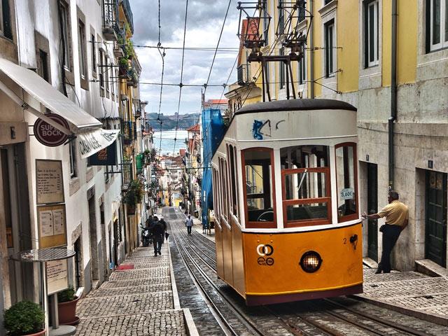 funiculaire à eau du Portugal en colo