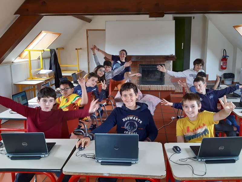 Stage d'informatique pour enfants en colonie de vacances d'été