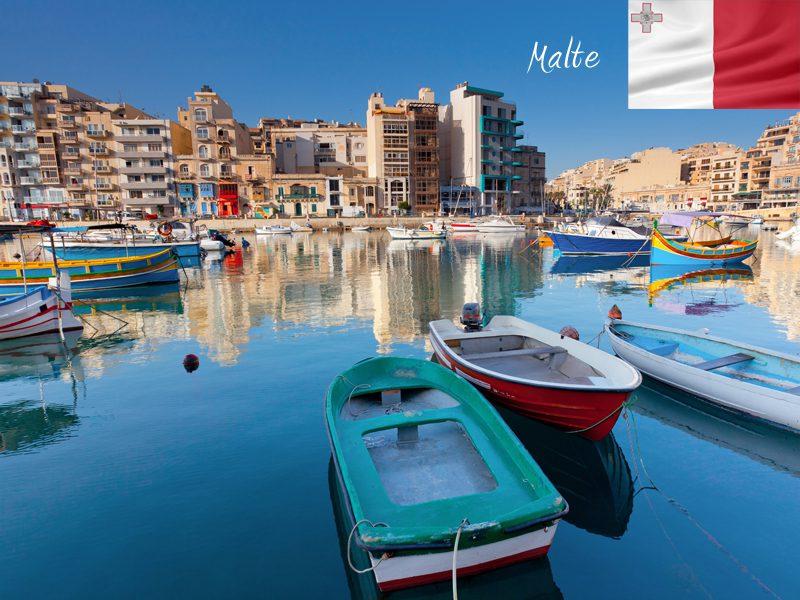 Bateau amarrés dans un port de Malte en colonie de vacances
