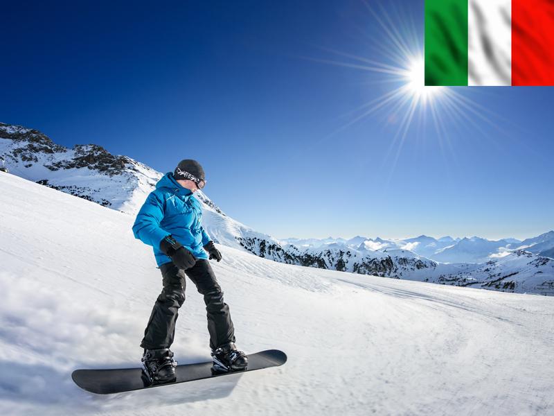 Adolescent en snowboard sur les pistes de Bardonecchia
