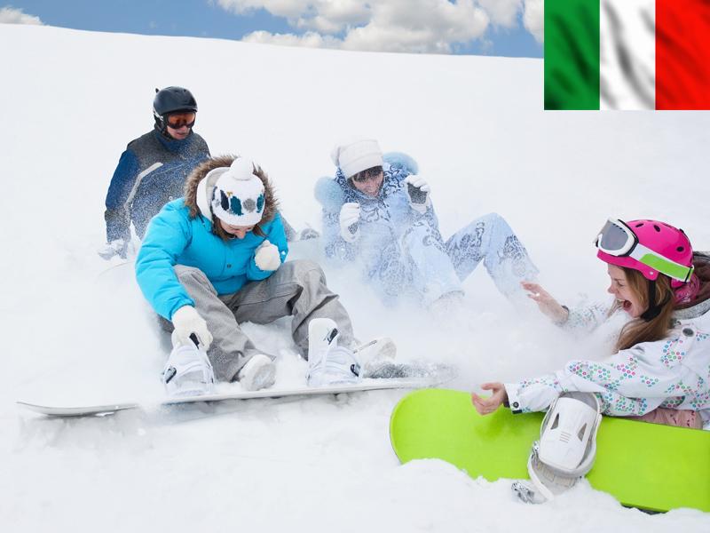 Groupe d'ados en snowboard en colonie de vacances