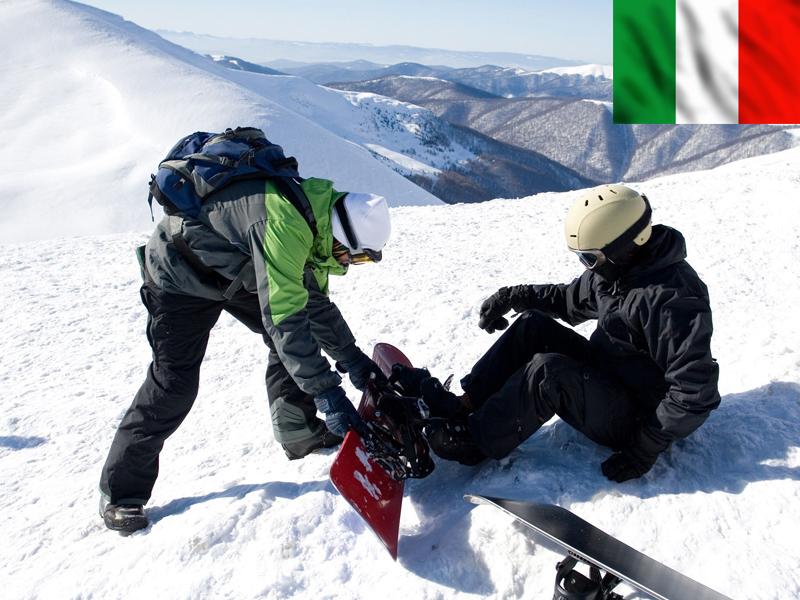 Adolescents chaussant un snowboard sur les pistes de Bardonecchia Italie