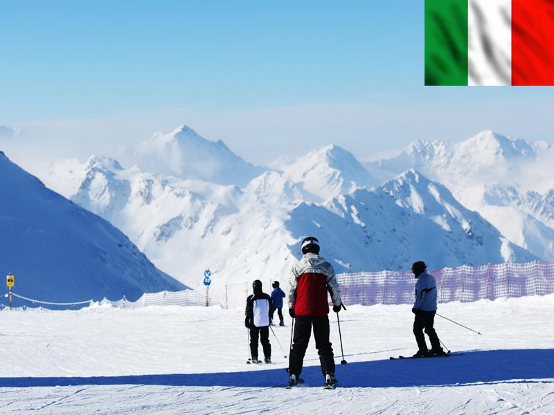Adolescents sur les pistes de ski à Bardonecchia