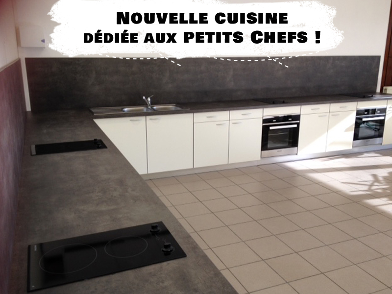 Vue sur la nouvelle cuisine d'un centre de colonie de vacances de Djuringa Juniors