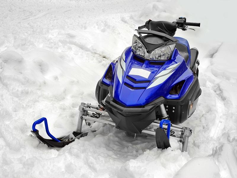 Activités motoneige l'hiver pour enfant