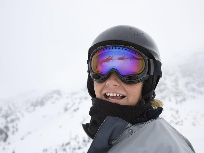 Portrait d'un enfant à la montagne