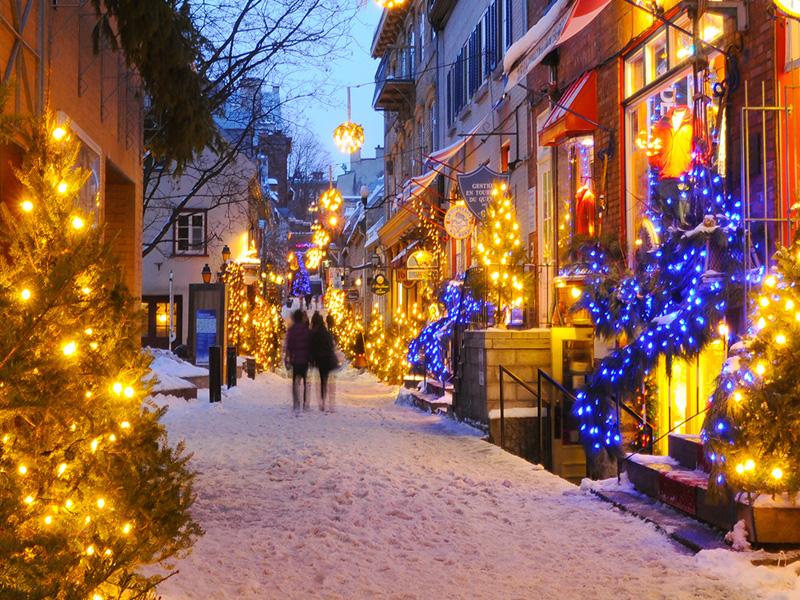 Vue sur une rue de Quebec illuminée au Canada