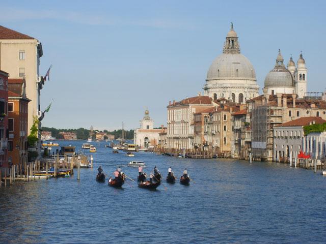 Vue sur Venise en colonie de vacances en hiver pour ados