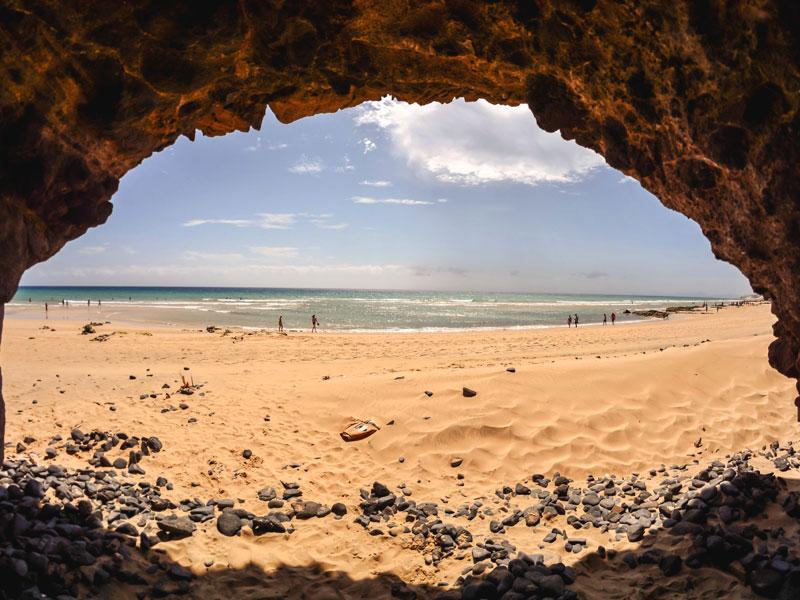 Vue sur une plage de Fuerteventura en colo