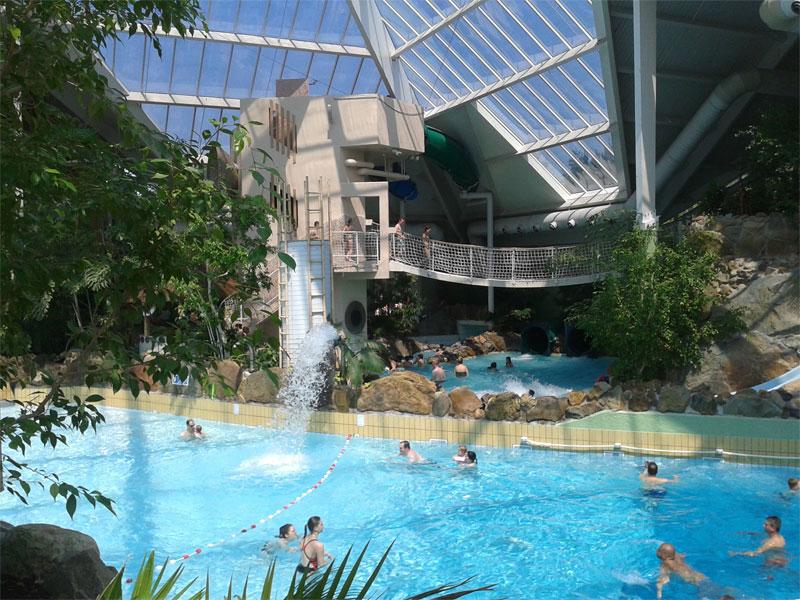 Piscine du parc aquatique Sunparks en Belgique en colonie de vacances