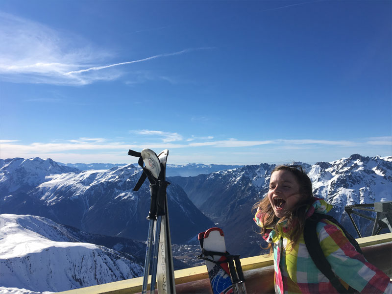 Ados en colonie de vacances au ski réussie