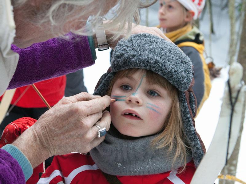Maquillage artistique pour enfants en colonie de vacances