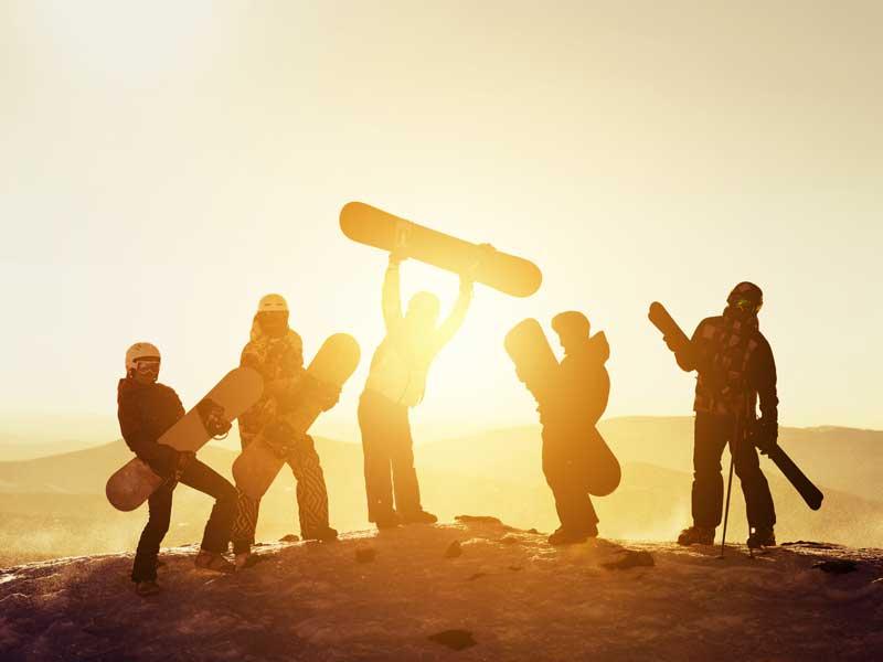 Groupe d'ados en colo ski