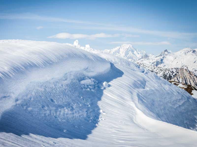 Paysage de montagne enneigé à l'occasion d'une colonie de vacances