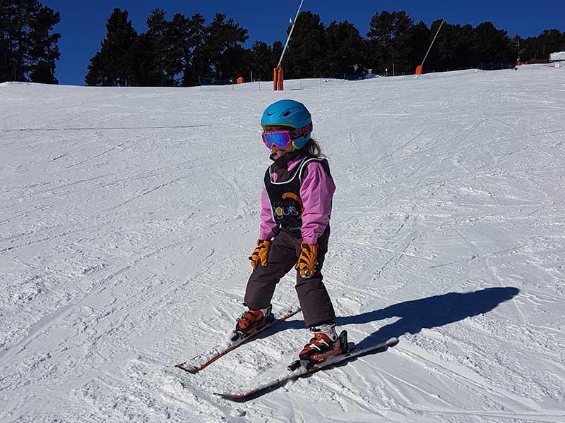 Enfant de 7 ans en colonie de vacances cet hiver