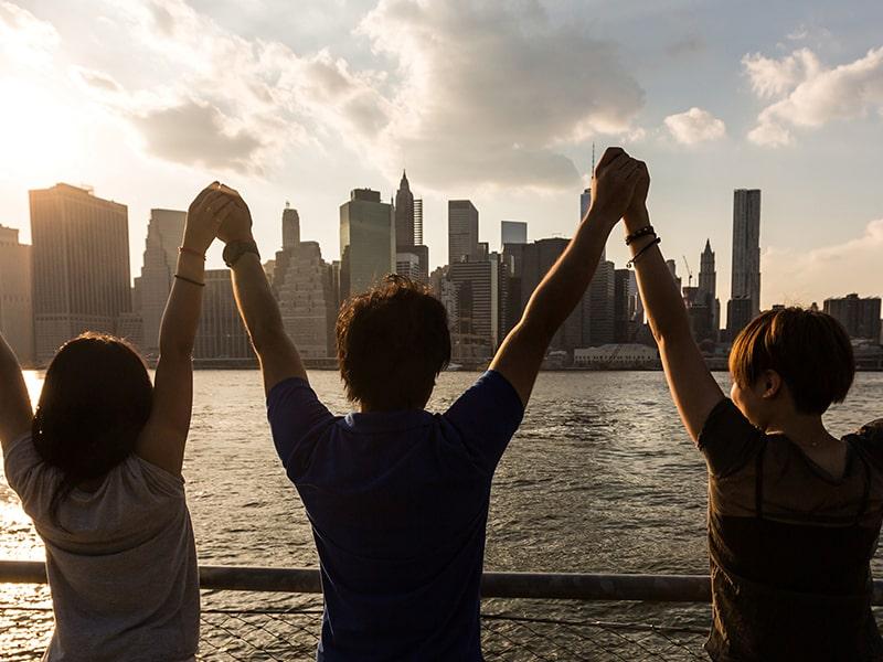 Vue sur les célèbres monuments new-yorkais avec des enfants lors d'une colonie de vacances