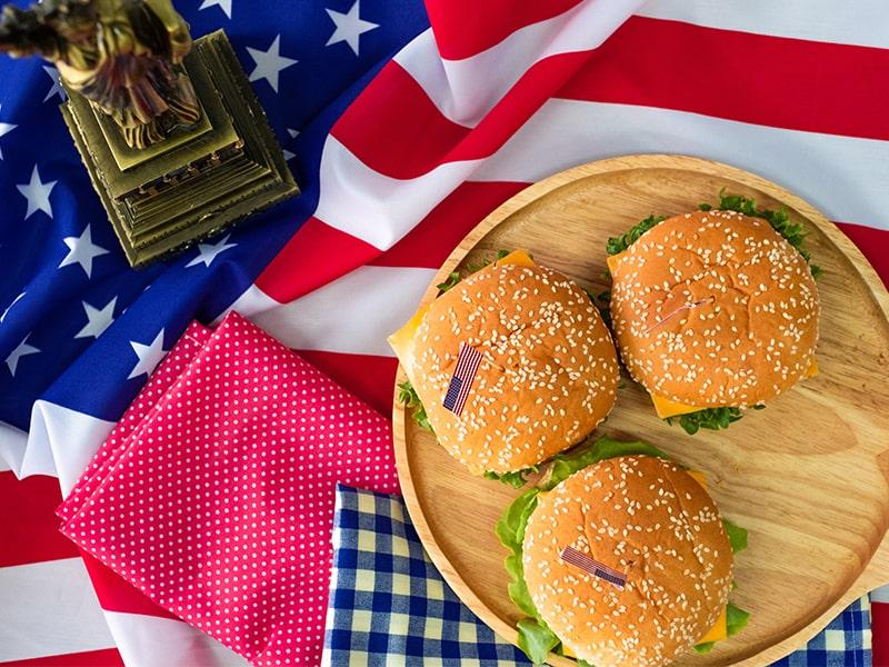 Burgers américains lors d'une colonie de vacances à New York