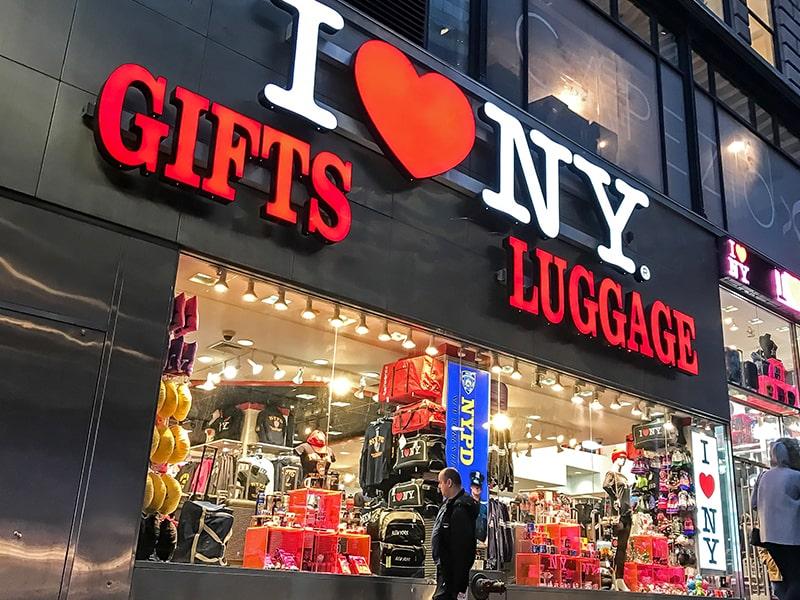 Magasin de souvenirs New-Yorkais lors d'une colonie de vacances à New York
