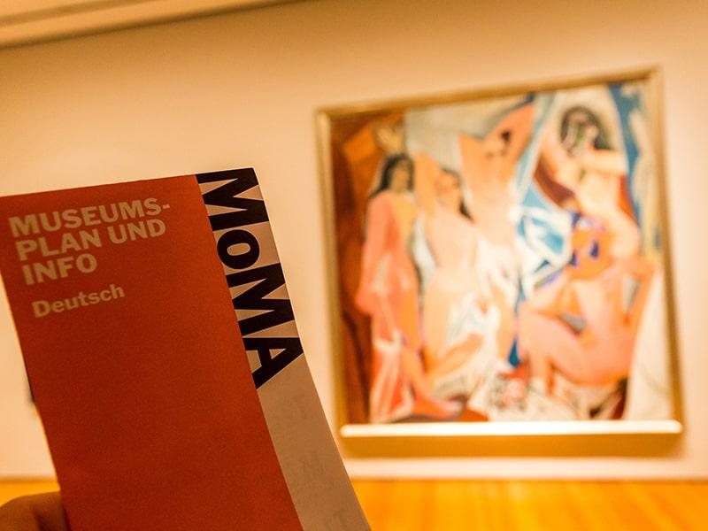 Vue sur une oeuvre dans le musée d'art moderne de New York lors d'une colonie de vacances