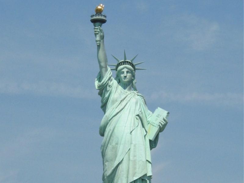 Vue sur la célèbre statue de la liberté lors d'une colonie de vacances
