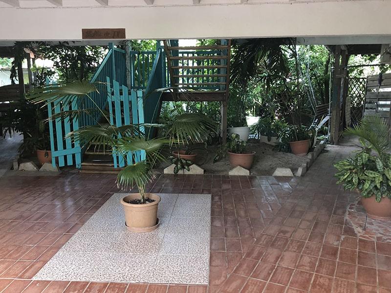 Vue sur une des pièces principales du centre de colo de vacances en Guadeloupe durant l'hiver