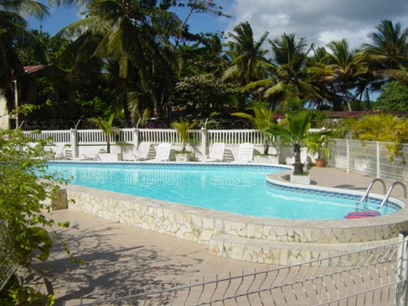 Piscine de l'hôtel Rotabas lors d'une colonie de vacances en Guadeloupe durant l'hiver