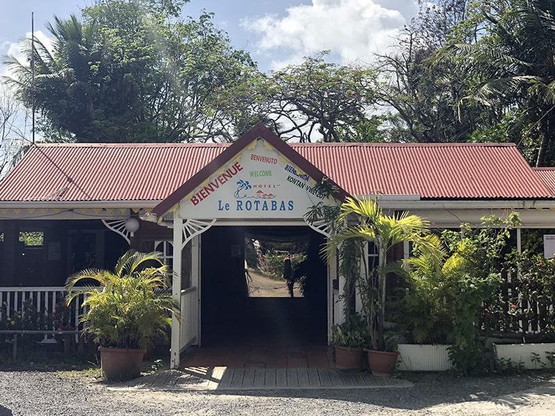 Entrée du centre en Guadeloupe lors d'une colo d'hiver en guadeloupe