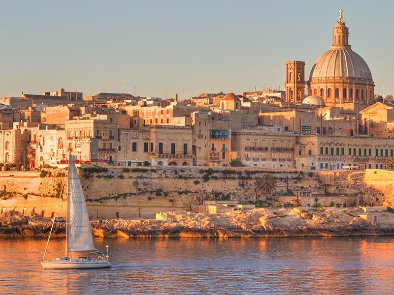 Somptueux paysage de Malte au coucher du soleil lors d'une colonie de vacances à Malte
