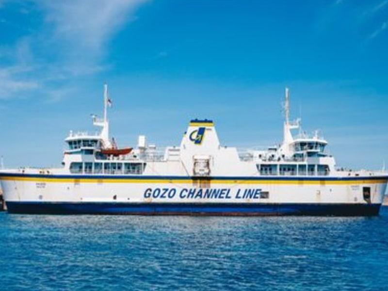Vue sur un paquebot Gozo Channel Line à Malte voguant sur la mer