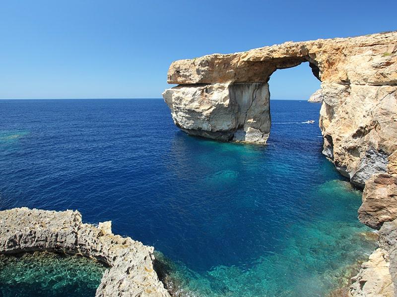 Magnifique vue de l'arche rocheuse de Malte qui est un des décors de Game of Thrones à Malte