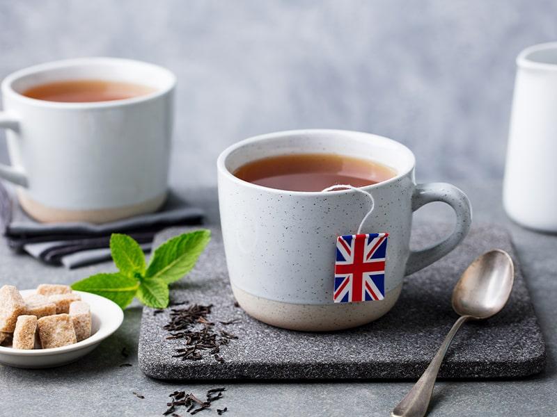 Thé anglais à la menthe lors d'une colonie de vacances à Londres