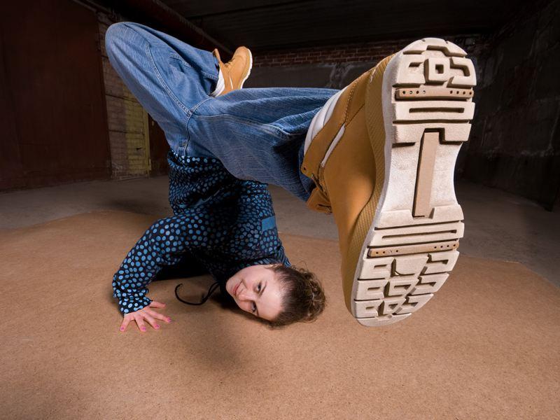 Adolescente dansant le hip hop
