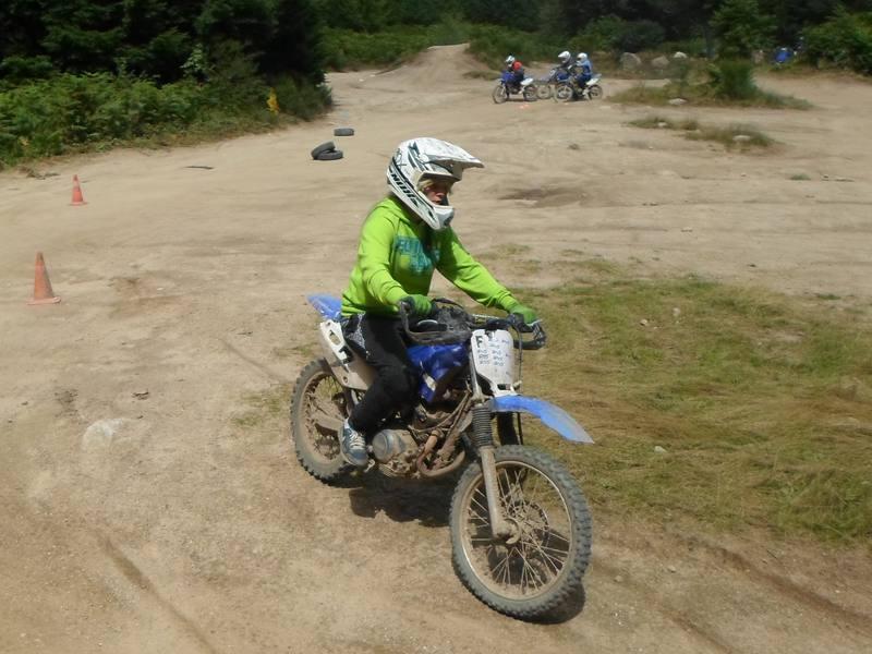 Enfants à moto en colo