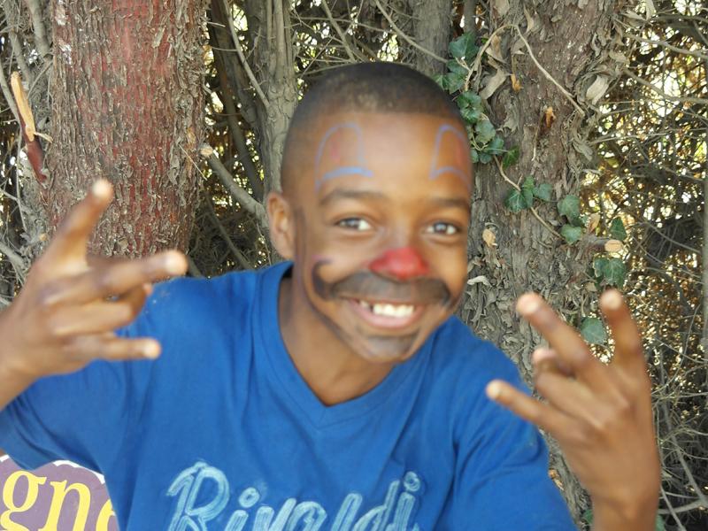 Enfant portant un maquillage artistique