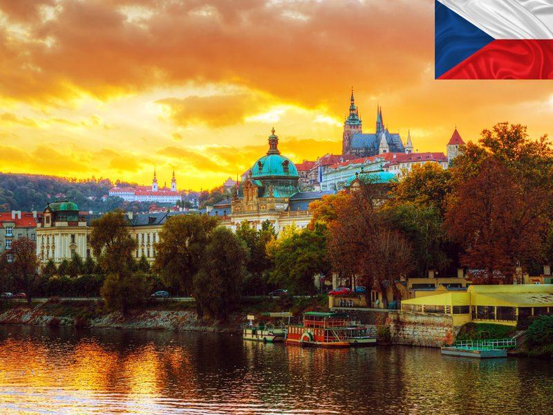 Vue sur Prague depuis le Vltava