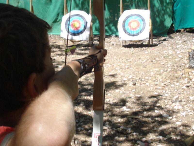 Apprendre à faire du tir à l'arc en colo