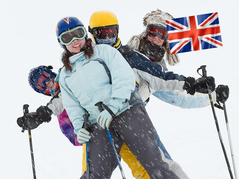 Ados sur les pistes de ski en colonie de vacances pour apprendre l'anglais