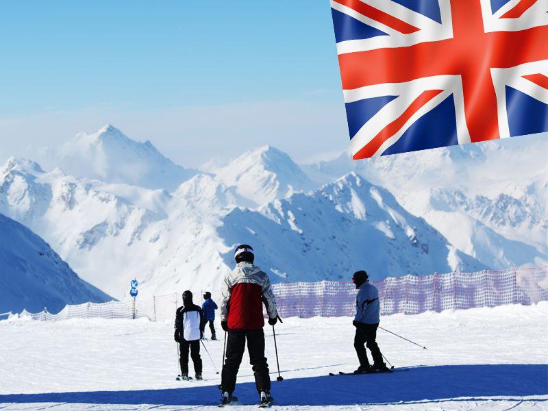 Enfants pratiquant le ski en colonie de vacances