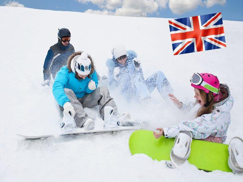 groupe d'ados et leur planche de snow en colo à Courchevel