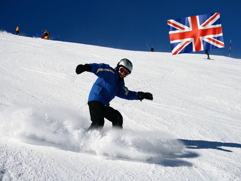 Ados dévalant les pistes de ski en colonie de vacances à Courchevel