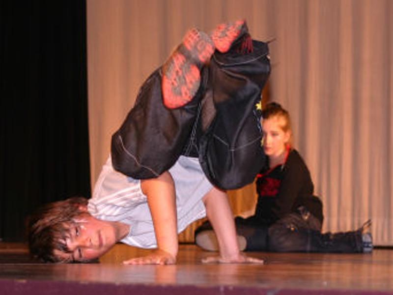 enfants faisant du hip hop en colo ce printemps