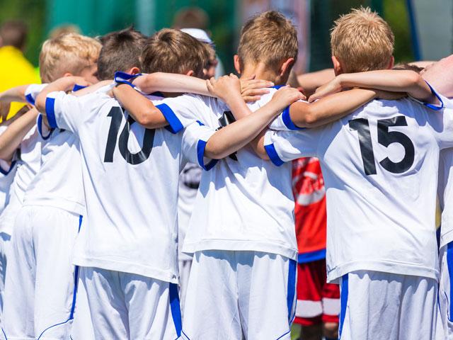 Equipe de footballers juniors en stage sportif
