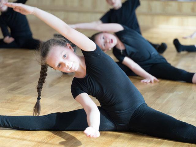 Enfant en colonie de vacances de gymnastique